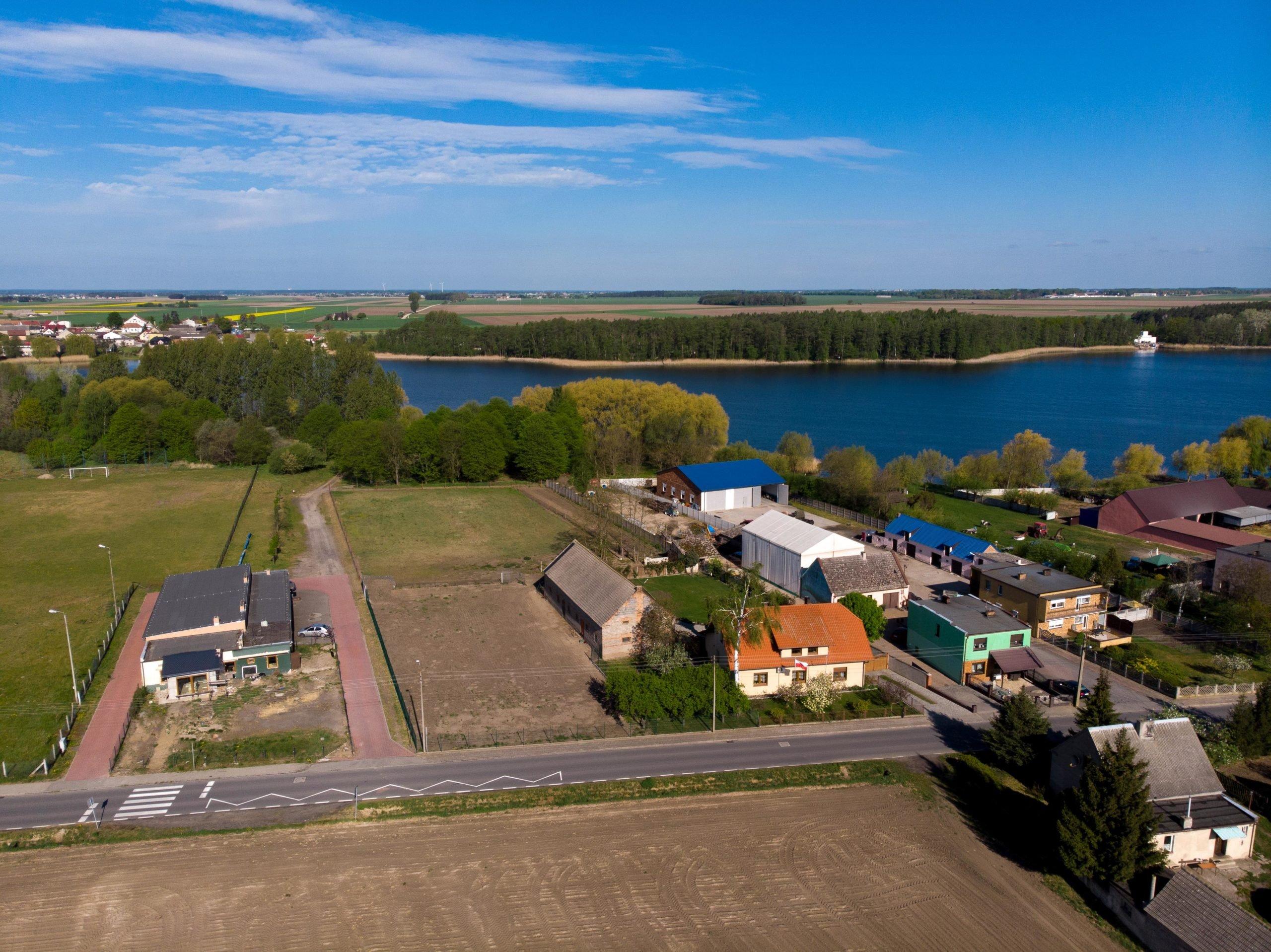 Działka budowlana przy jeziorze, Sapowice